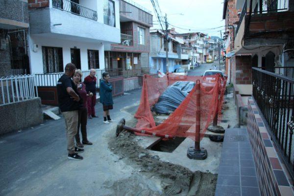 Comunidad De La Capilla En San Antonio De Prado, Denuncia Afectaciones Por Obras De Acueducto Y Pavimentado