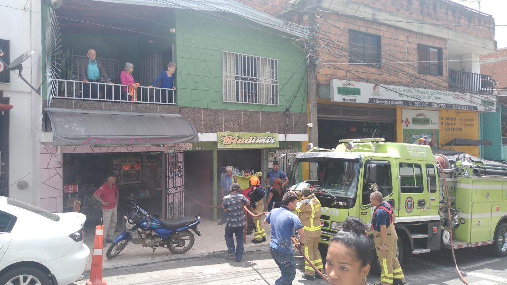 Bomberos atiende Conato de incendio en San Antonio de Prado (1)