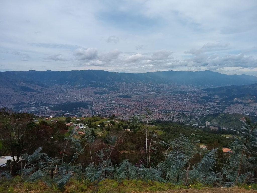 Ruth Estela Ospina Cardona es edil de la Junta Administradora Local (JAL) del corregimiento de San Cristóbal desde el año de 2004, ella nos cuenta que el corregimiento tiene 18 veredas y se compone de un territorio rural y de un territorio urbano