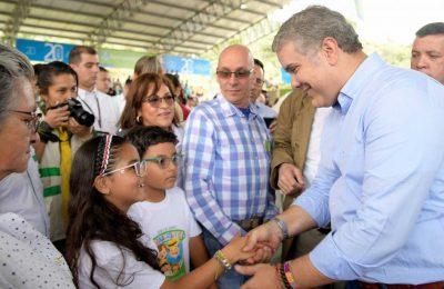Saludo De Niños De Gómez Plata (Antioquia) Al Presidente Duque, Quien En Esa Población Celebró Los 20 Años Del Banco Agrario.