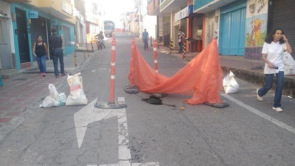 En San Antonio De Prado, La Carrera 81 Se Encuentra Cerrada Por Hundimiento