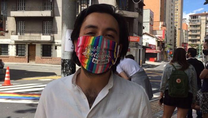 Pasos Peatonales en Medellín pintados con la bandera LGBI_opt