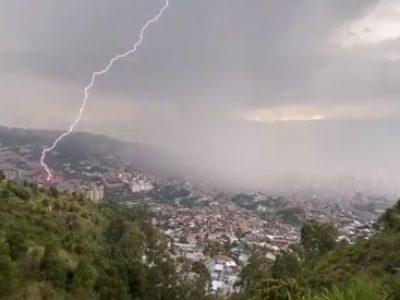En Varios Videos Se Puede Ver El Tremendo Aguacero Que Cayó En Medellín