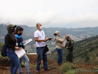 Pilas Que La Alcaldía Esta  Realizando Controles A Lotes Ilegales En San Antonio De Prado.