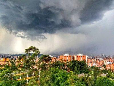 Al Medio Día Cayó Tremendo Aguacero En Medellín Y Sur Del Valle De Aburrá