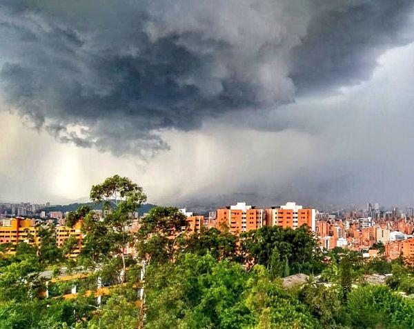 Tremendo Aguacero Callo en Medellín_opt