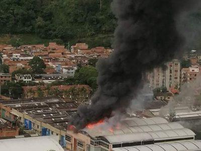 En Horas De La Tarde Se Presentó Tremendo Incendio En Bodega En El Municipio De Itagüí