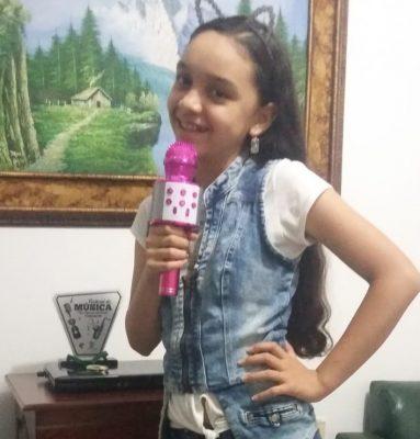 En La Cuna, Juana Despierta Cantando