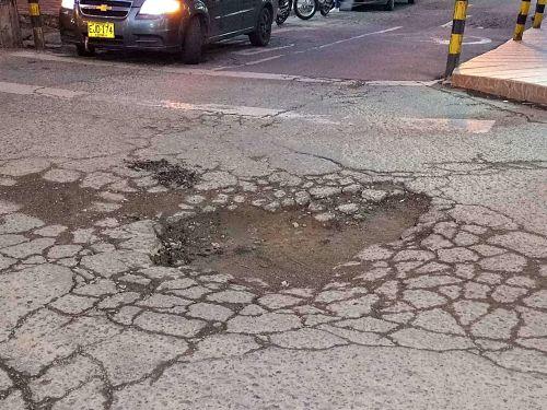 Hueco en vía San Antonio de Prado Carrera 80 con Calle 41 sur