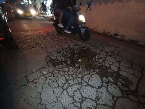 Hueco en vía San Antonio de Prado Carrera 82 con Calle 42 sur