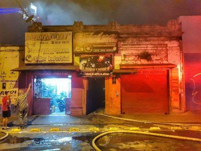Bomberos De Medellín, Controlan Incendio En Taller De Motos