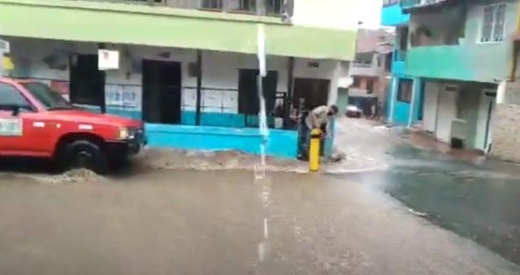 Fuertes Lluvias Afectan A Los Habitantes Del Sector De Naranjitos En San Antonio De Prado