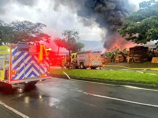 Esta Mañana, Bomberos De Medellín, Envigado E Itagüi, Controlan Incendio En Tenche Guayabal.