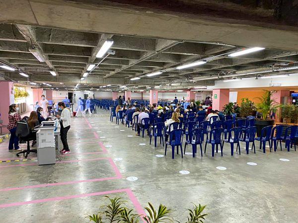 Centro comercial los molinos, nuevo punto de vacunación contra el covid19 en Medellín
