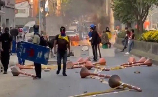 A Esta Hora En Itagüí, Se Viven Varias Manifestaciones.