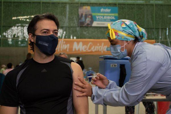 El Alcalde De Medellín Recibió La Primer Dosis De La Vacuna Contra El Covid-19