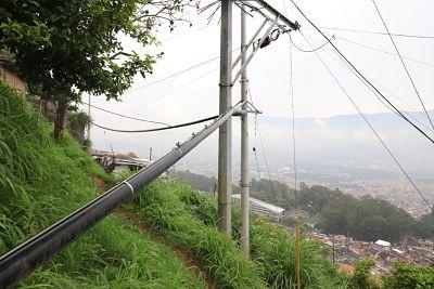 La Alcaldía De Medellín Llevó El Servicio De Agua Potable A 144 Familias De Manrique Con Novedoso Acueducto Aéreo