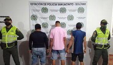 Con Machete En Mano, Casi Matan A Dos Jóvenes.
