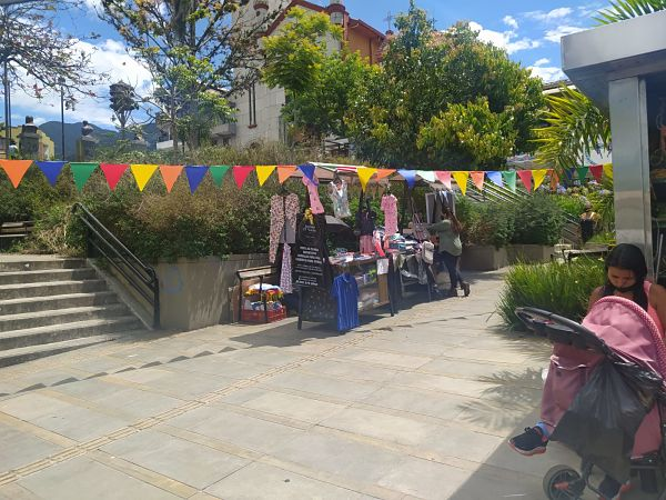 Bazar Iniciativa Juvenil
