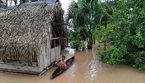 Comunidad Indígena Del Putumayo Bajo El Agua