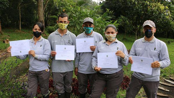 31 Guardabosques Se Gradúan En Valoración Turística De La Biodiversidad Y Las áreas Protegidas De Colombia