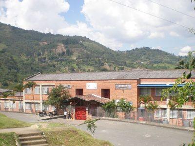 """Denuncia Ciudadana: Institución Educativa Corvide """"No Para De Llover"""""""