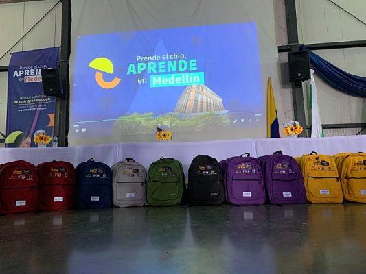 Entrega De 3.000 Kits Escolares Para Estudiantes De Instituciones Oficiales En Medellín.