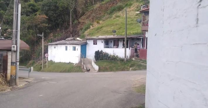 """Denuncia Ciudadana: Vereda Montañita """"un Paso Malo"""""""