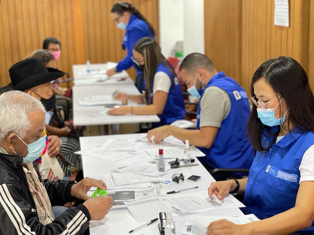 Víctimas del conflicto armado de Medellín y el Valle de Aburrá, recibieron indemnización económica por valor de $7.050 millones de pesos