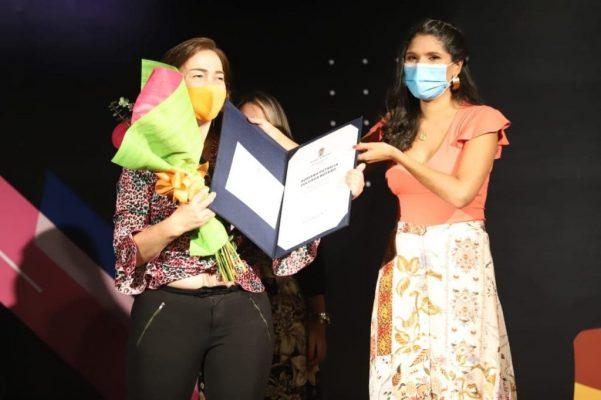 Adriana, Liderazgo Y Trabajo Social Por Los Derechos De La Mujer
