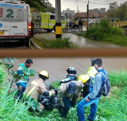 Motociclista Cae Al Rio En El Municipio De Rionegro