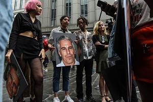 150 Mujeres Víctimas De Jeffrey Epstein Serán Compensadas Con 121 Millones De Dólares