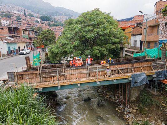 Trabajos De Construcción Y Mantenimiento En 22 Puentes En Medellín