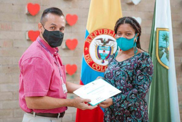 En Inglés Y Competencias Básicas, Ciudadanas Y Laborales 177 Personas Se Certificaron En La Ciudad De Medellín.