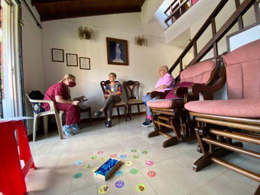 Familias De Medellín Reciben Acompañamiento Psicológico En Sus Casas.