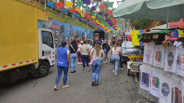 Certificación De 50 Guías Turísticos De La Comuna 13