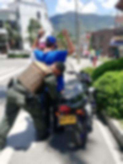 Policia Haciendo Control (2)