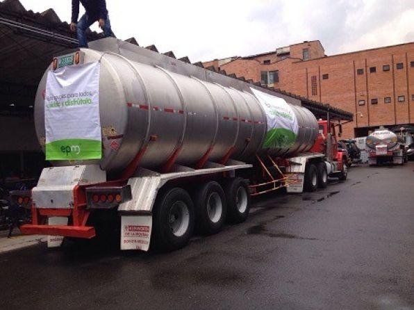 En Rionegro, EPM suministra agua con otros siete carrotanques, mientras reparan el tanque Abreo
