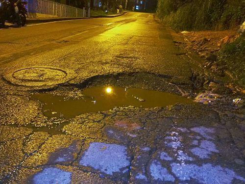 Huecos en las vías de San Antonio de Prado, ¡Requieren Solución!