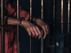Se fue a la cárcel, por posible maltrato a su compañera y madre de sus hijos.